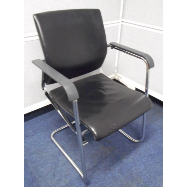 Giroflex Black Leather Meeting Chair