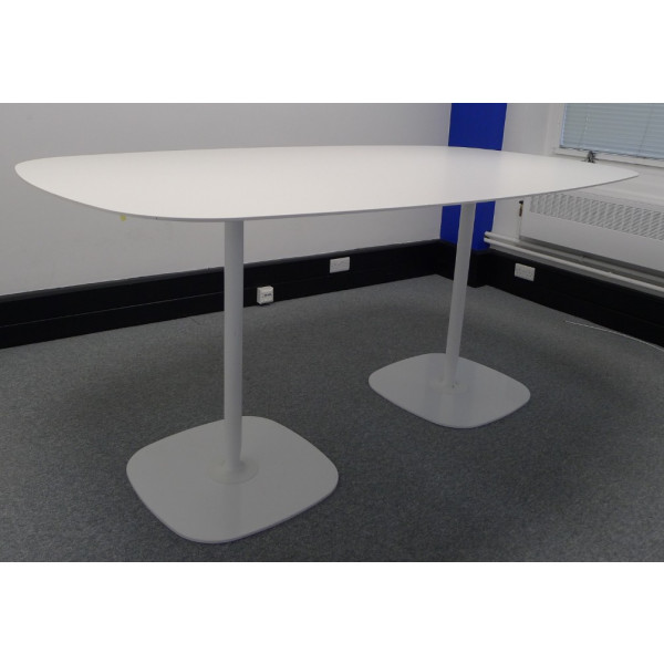 White High Oval 2200 x 1230 Meeting Table