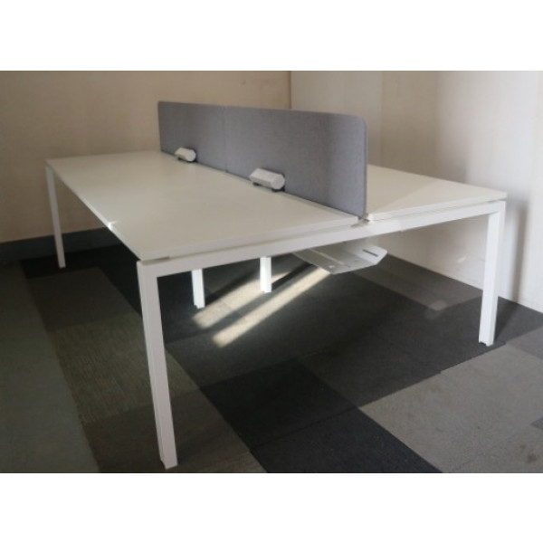 Workstories Albion White Pod of 4 1200mm Desks with Grey D/M Screens