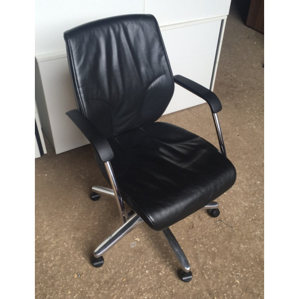Giroflex Black Leather Executive Chair